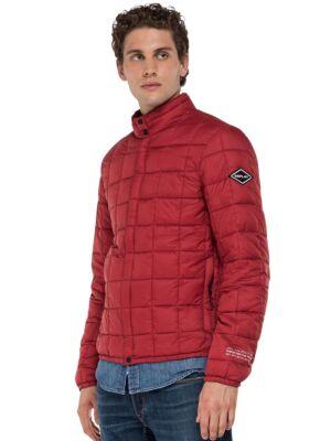 Crvena muška jakna - Replay